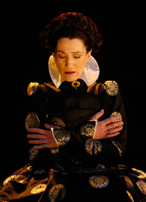 Harriet Walter in Mary Stuart