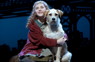 Lilla Crawford as Annie and Sunny as Sandy